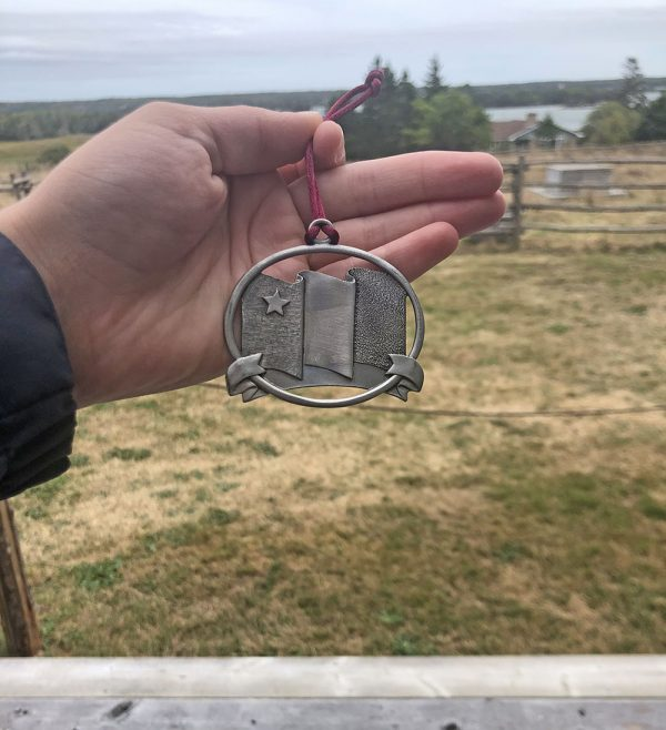 Pewter ornament with Acadian flag and Vive Acadie